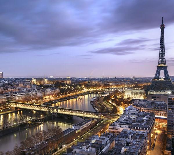 Drohnenflug über Paris
